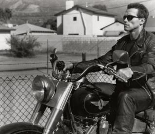 Arnold Schwarzenegger in una scena del film