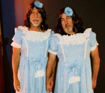 Bruce Willis e Stephen J. Eads nel ruolo delle gemelline