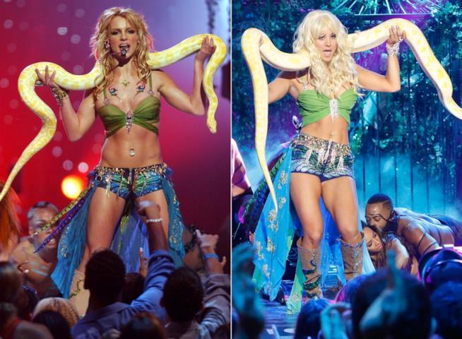 Britney Spears in I'm a Slave 4 U nel 2001 e Kaley Cuoco vestita allo stesso modo