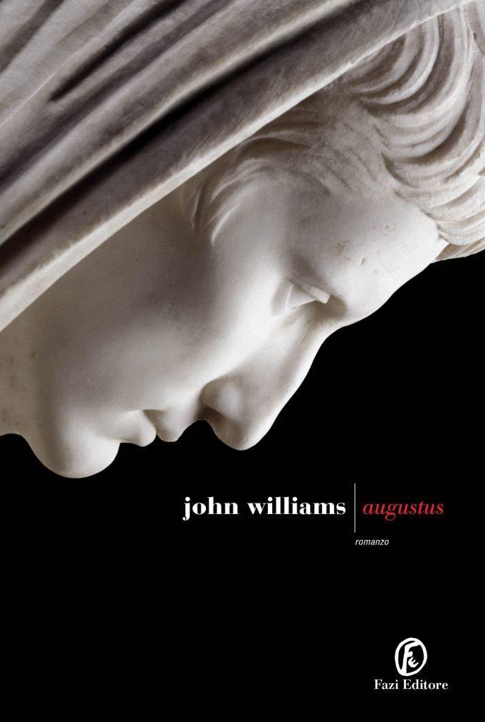 La copertina italiana di Augustus con una statua di Augusto su sfondo nero