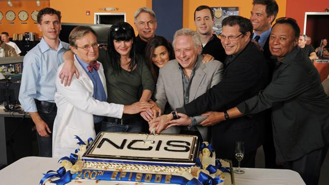 Il cast di N.C.I.S. riunito al party dello show per il 100° episodio