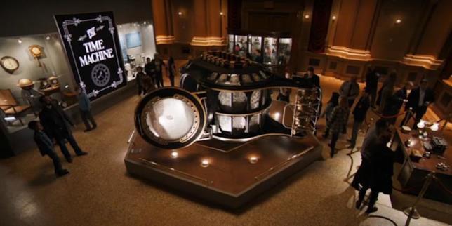 La macchina del tempo in una delle scene del trailer