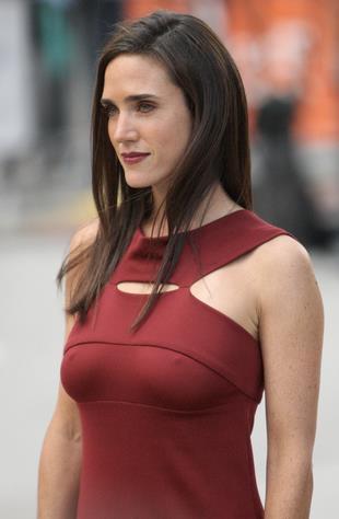 Jennifer Connelly in abito rosso