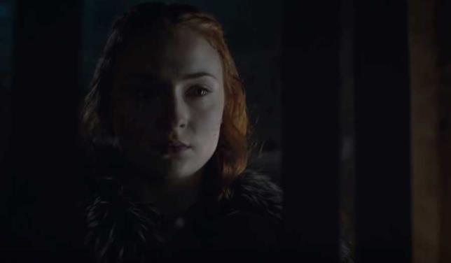 Sophie Turner, una Sansa Stark dal vestito macchiato di sangue
