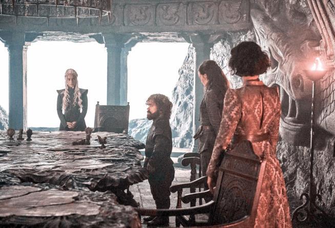 Scena a Roccia del Drago con Daenerys e gli alleati