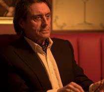 Ian McShane in una scena di John Wick
