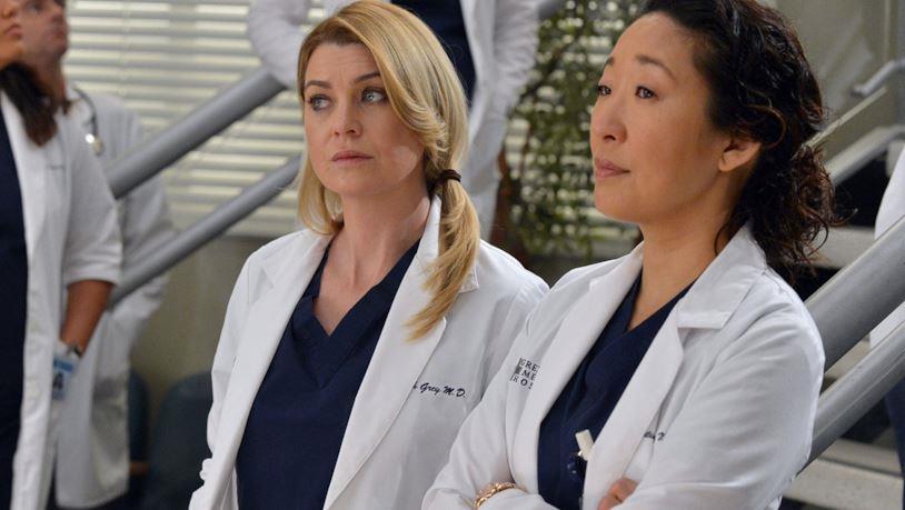 Meredith e Cristina in una scena tratta da Grey's Anatomy