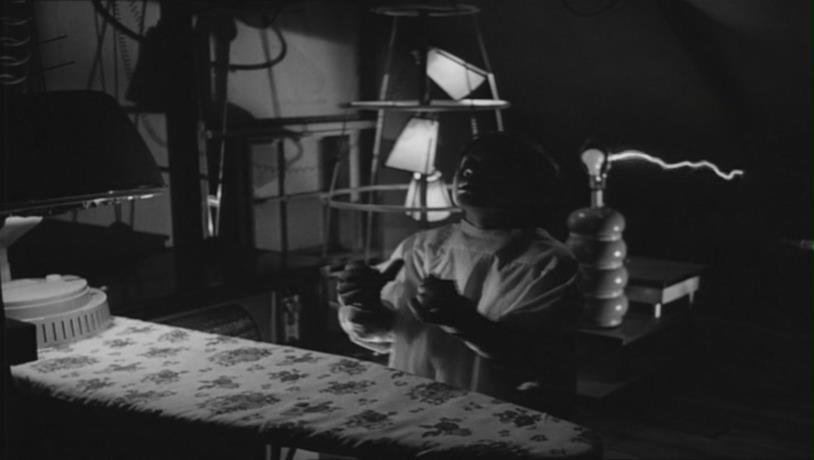 Una scena del corto Frankenweenie