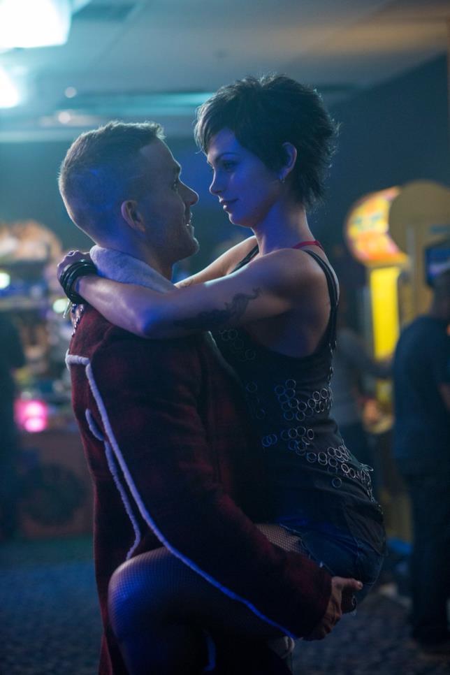 Wade Wilson e Vanessa Carlysle in una scena di Deadpool
