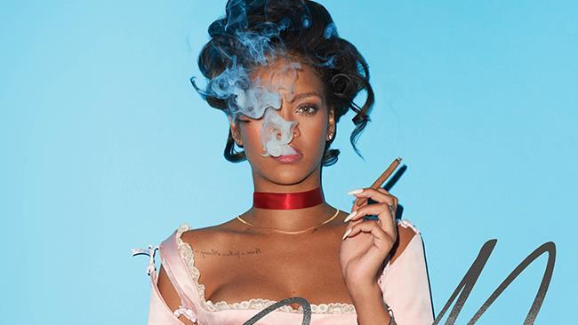 Rihanna nei panni di Maria Antonietta sulla copertina di CR Fashion Book