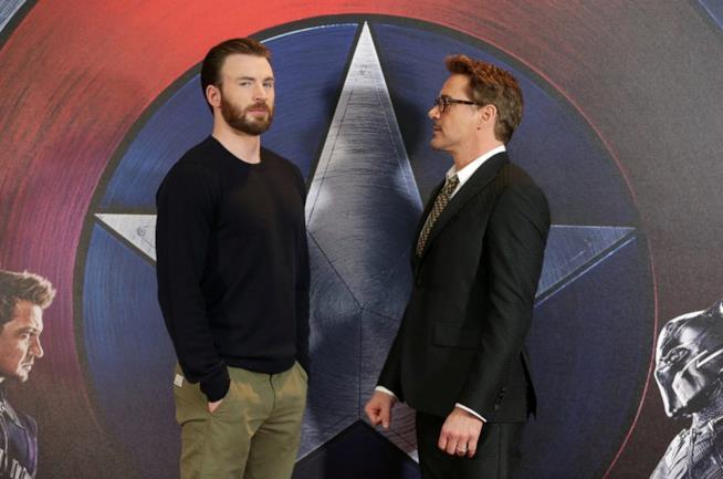 Chris Evans e Robert Downey Jr.