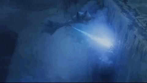 GIF del drago Viserion che abbatte la Barriera
