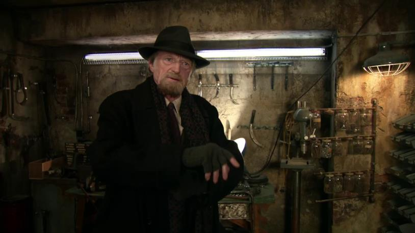 David Bradley interpreta il professor Abraham Setrakian
