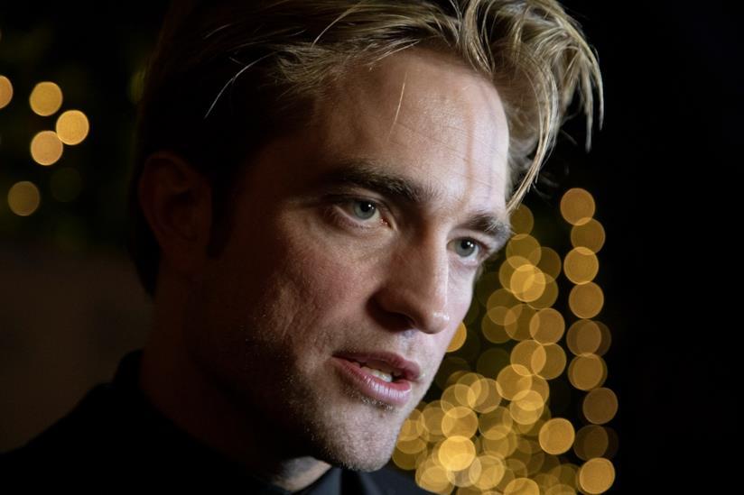 Un primo piano di Robert Pattinson