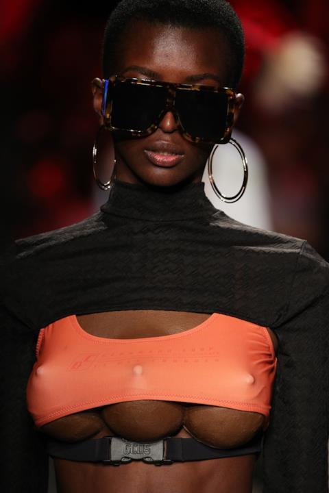 Modella con tre seni per GCDS alla Milano Fashion Week