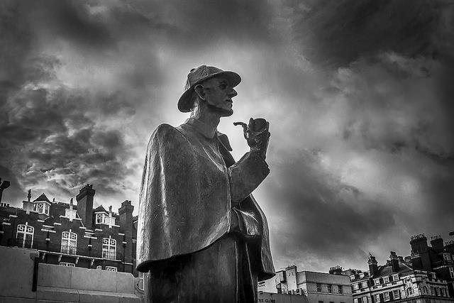 Un monumento raffigurante Sherlock Holmes