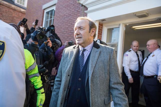 Kevin Spacey all'uscita del tribunale di Nantucket