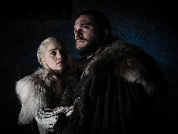 Emilia Clarke e Kit Harington sono Daenerys e Jon Snow in Game of Thrones