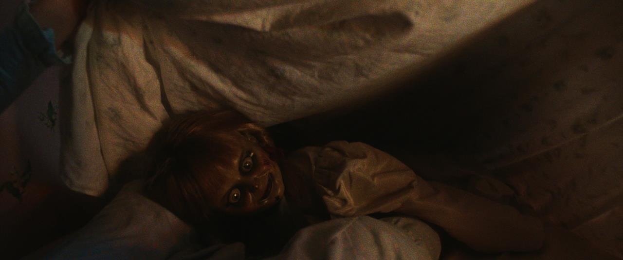 Annabelle terrorizza la figlia dei Warren nel suo letto