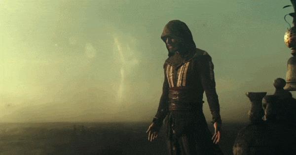 Michael Fassbender alle prese con il Salto della Fede nel film di Assassin's Creed