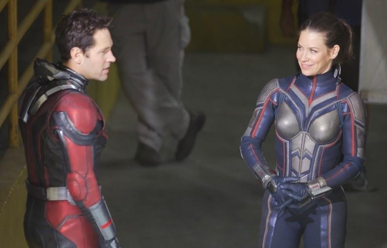 Sguardi intensi tra Paul Rudd ed Evangeline Lilly sul set del film