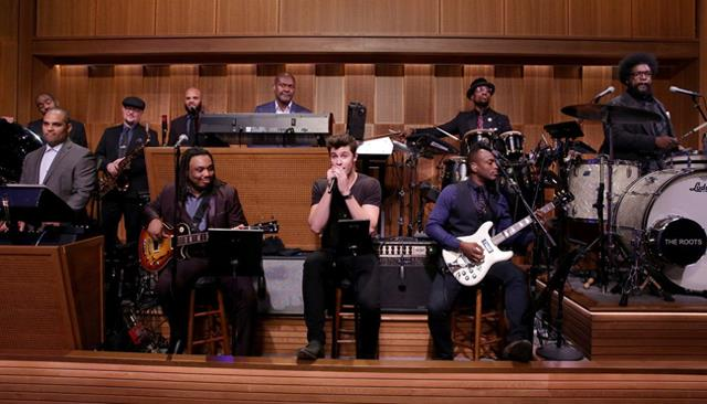 Shawn Mendes e i The Roots al The Tonight Show