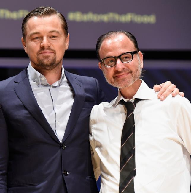 Leonardo DiCaprio e Fisher Stevens, presentatore e regista di Before The Flood, Punto Di Non Ritorno
