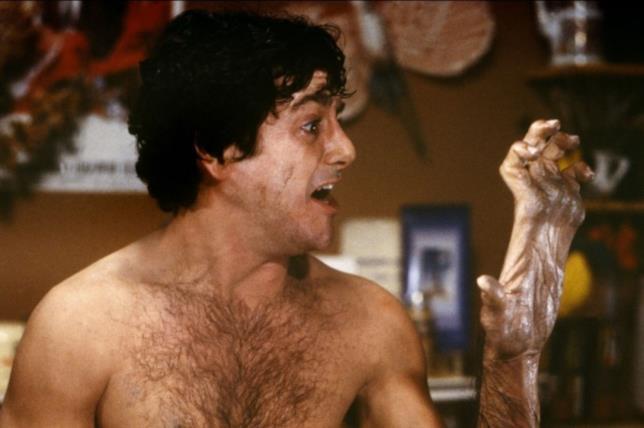 David Naughton durante la sua prima trasformazione in lupo mannaro