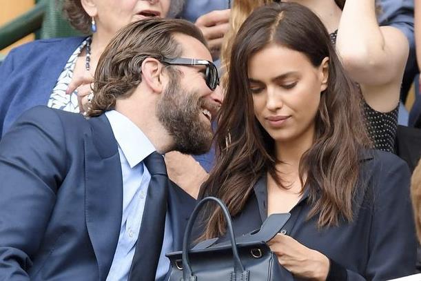 Irina Shayk e Bradley Cooper sugli spalti