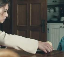 Lauren Cohan in The Boy con il bambolotto