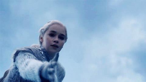 Daenerys alunga una mano a Jon