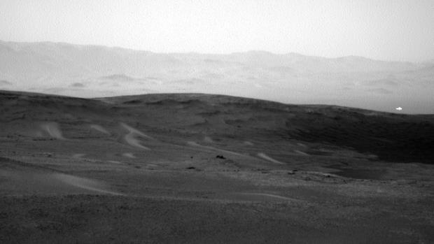 La foto scattata dal rover Curiosity alle ore 05:53:59 di domenica 16 Giugno