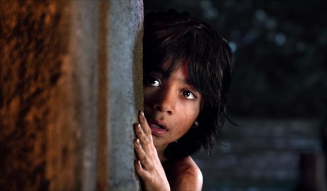 Neel Sethi interpreta Mowgli nel Libro della Giungla