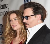 Primo piano di Amber Heard e Johnny Depp