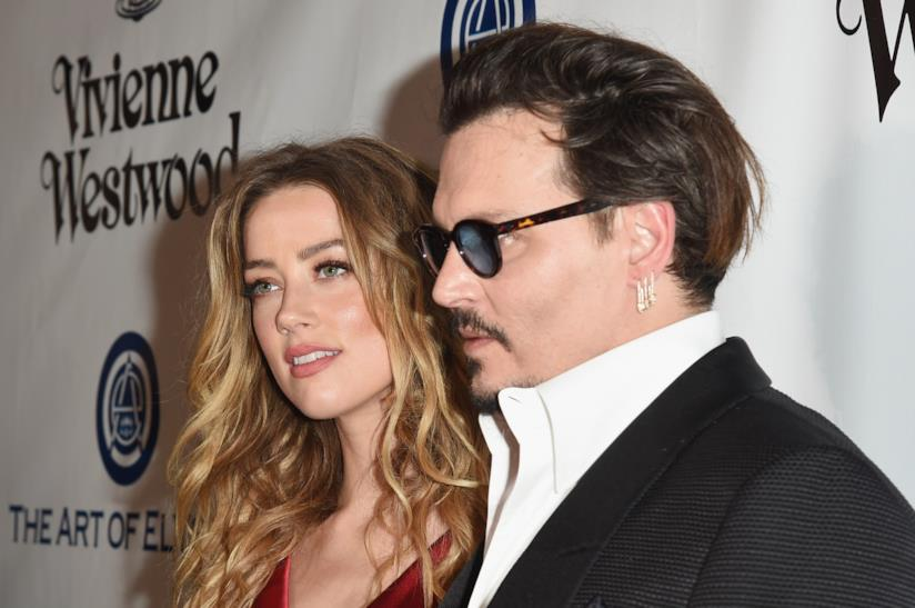 Primo piano di Amber Heard e Johnny Depp