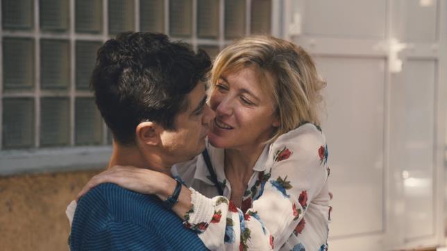 Gli attori Valeria Bruni Tedeschi e Riccardo Scamarcio insieme in una scena del film