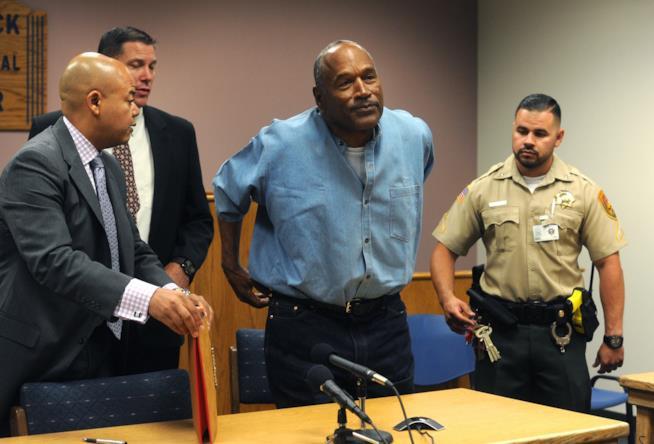 O. J. Simpson è stato accusato di rapina e sequestro di persona