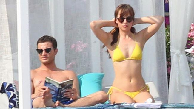 50 Sfumature di mare per Jamie Dornan e Dakota Johnson, sul set in Costa Azzurra