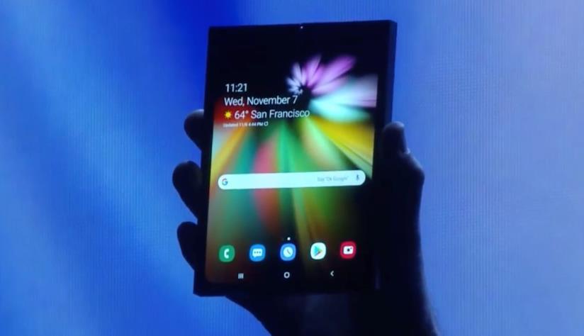 Una foto scattata durante la SDC 2018 mostra il nuovo dispositivo pieghevole di Samsung
