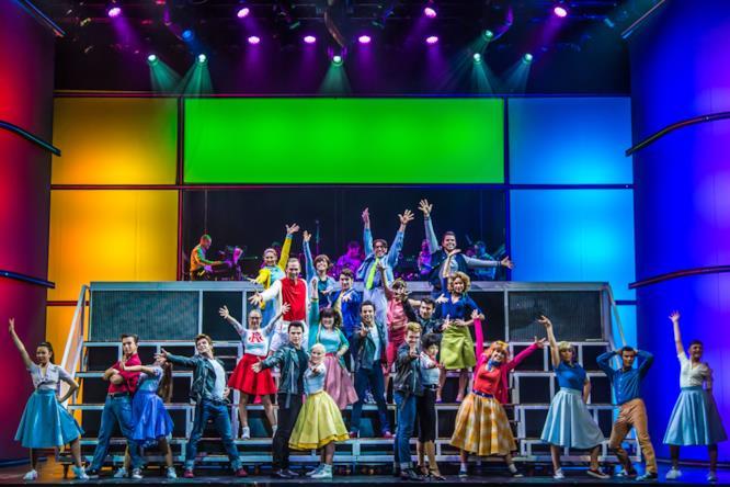Torna la Grease mania, una scena del musical