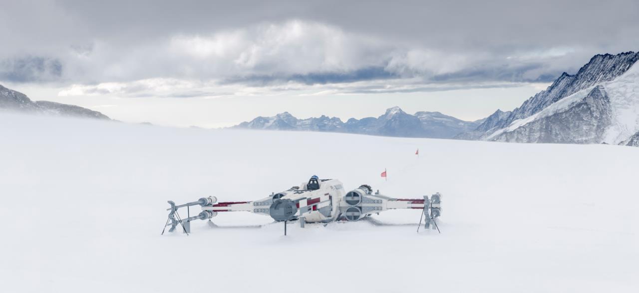 Il magnifico X-Wing LEGO di Star Wars sulle  Alpi Svizzere