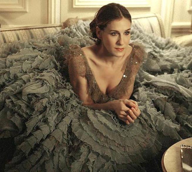 L'abito con cui identifichiamo Carrie Bradshaw a Parigi