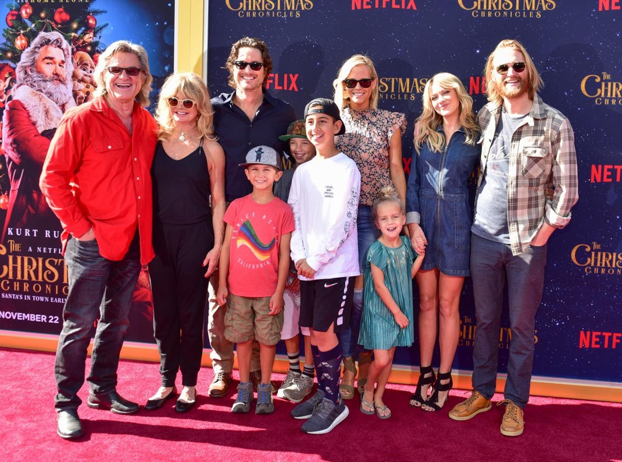 Goldie Hawn, Kurt Russell e famiglia alla prima di The Christmas Chronicles