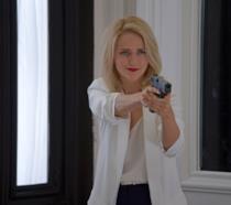 Shelby Wyatt impugna la pistola