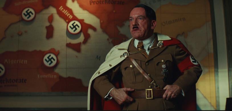 Hitler in una scena di Bastardi senza gloriab