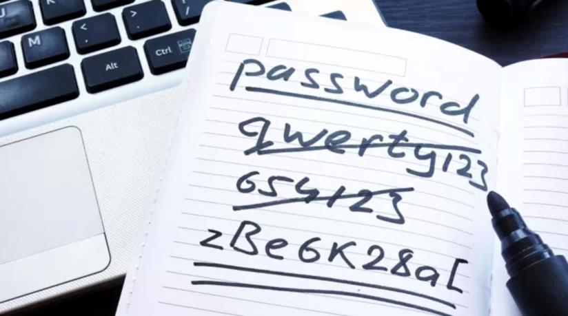 Esempi di password annotate su carta