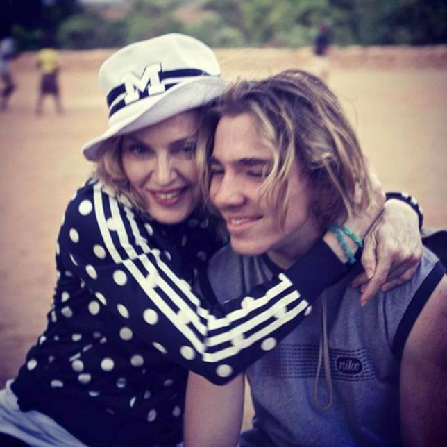Primo piano di Madonna e del figlio Rocco