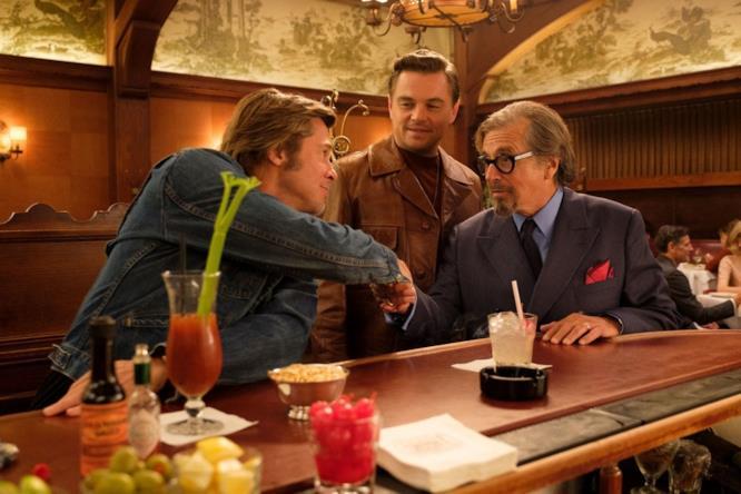 Brad Pitt, Leo DiCaprio e Al Pacino sul set di C'era una volta ad Hollywood
