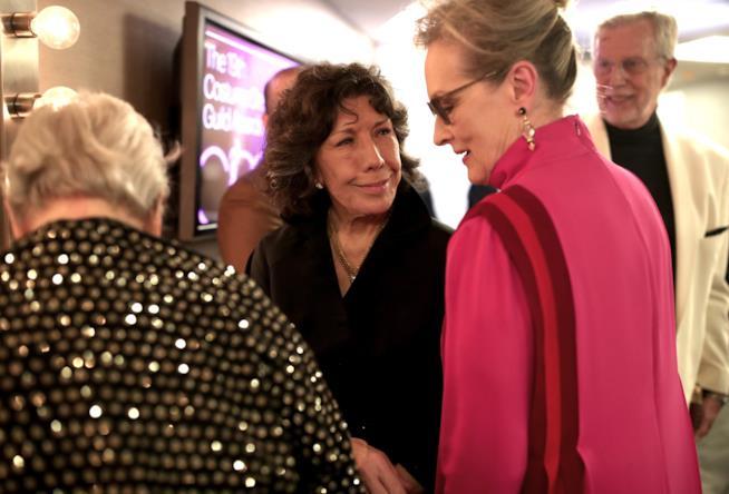 Un saluto tra Lily Tomlin e Meryl Streep