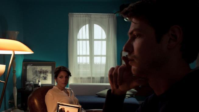 Profilo dell'attore Kamil Kula e Claudia Gerini durante una scena del film il Traduttore